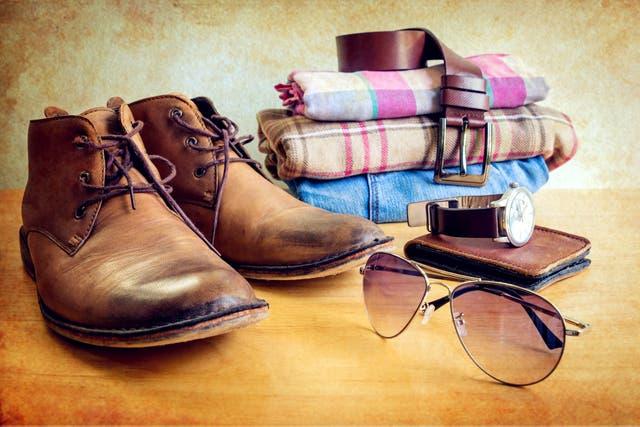 Camisas de franela, borcegos y accesorios vintage pueden componer un outif atemporal