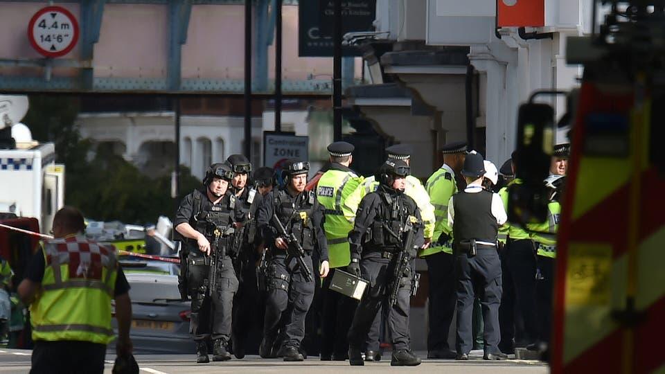 Un fuerte operativo policial se desplegó rápidamente en la zona. Foto: Dominic Lipinski / DPA