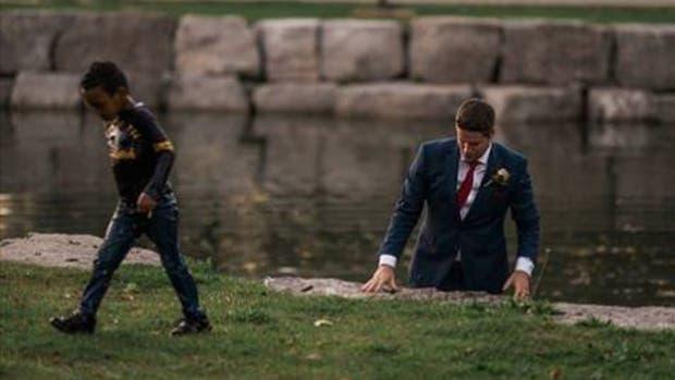 Un novio cortó su sesión de fotos para salvar a un nene que se ahogaba