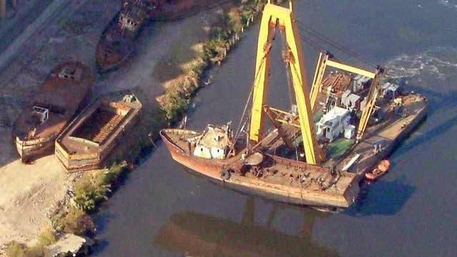 Remover un barco del río es un proceso complicado y caro