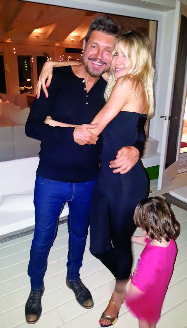 El amor con Guillermina Valdes sigue intacto: están juntos desde hace cinco años. En la imagen, durante la fiesta de Año Nuevo, puertas adentro de Guanahani.