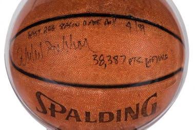 La pelota de su último partido en 1989 se subastó en 75.000 dólares