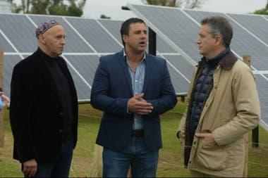 El ministro Bergman, López Candioti y Etchevehere en el establecimiento donde se pusieron los paneles solares