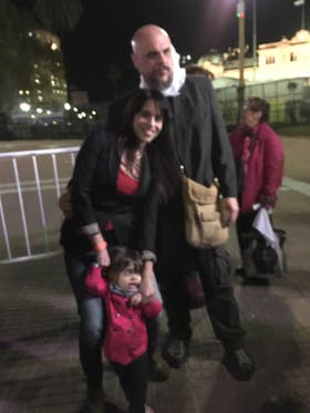Victoria Donda junto a su familia