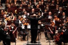 Impecable desempeño de la orquesta, los coros y los solistas, dirigidos por Calderón