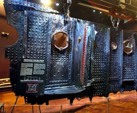 Una porción de 17 toneladas del casco del Titanic rescatada en 1998, también sale a remate. Foto: AP