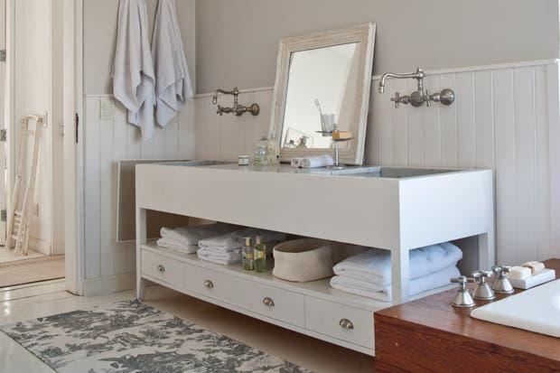 Griferia Para Baño Con Duchador:Un gran mueble para dos personas combinado con grifería antigua y el