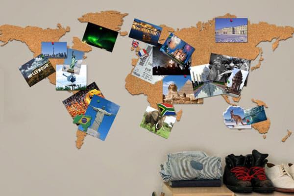 Un corcho en el que podés enchinchar postales y fotos de tus viajes pasados o algunas imágenes inspiradoras para futuras escapadas. Foto: nopuedocreer.com