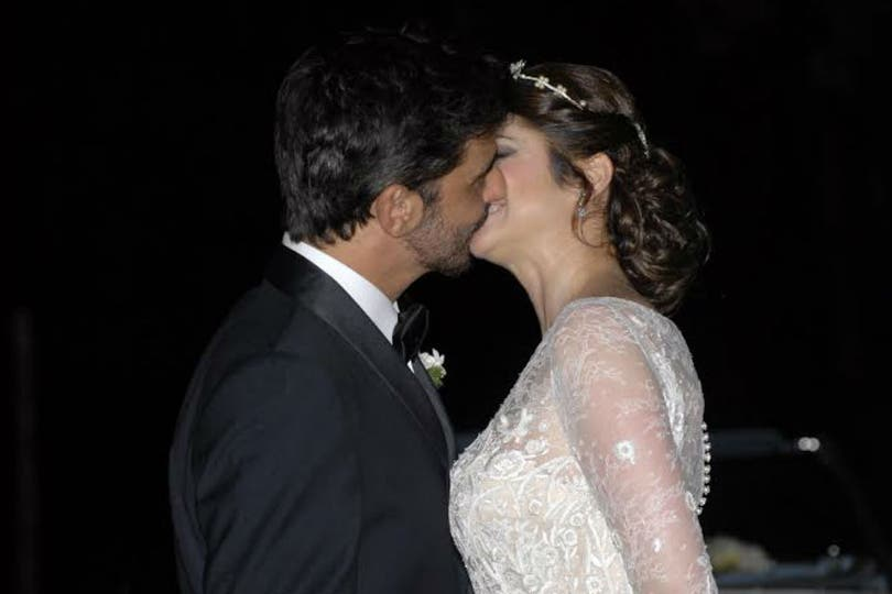 Araceli, Fabián y un beso que dice más que mil palabras. Foto: LA NACION / Gerardo Viercovich