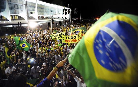 Miles de manifestantes salieron por la calles de Brasilia con destino al Congreso. Foto: AFP