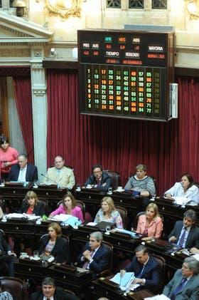 Los senadores en el momento de la votación