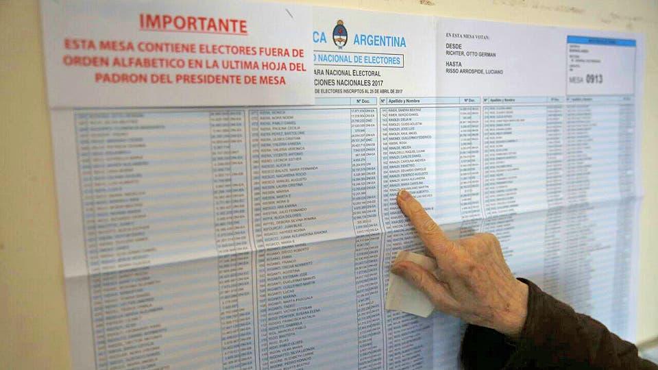 Desde temprano la gente se acercó a las urnas para votar. Foto: LA NACION / Mauro V. Rizzi