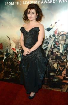 En Londres, Helena Bonham Carter disfrutó de la fiesta que se realizó después de la premiere de Les Miserables. Foto: AP