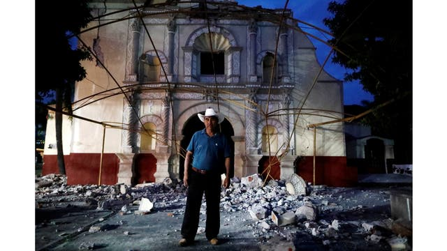 Juan Sánchez, de 53 años, parroquiano y guardia de la iglesia frente a la iglesia de San Juan Bautista en San Juan Pilcaya