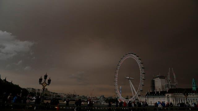 Un impactante vista de la ciudad en medio del fenómeno meteorológico
