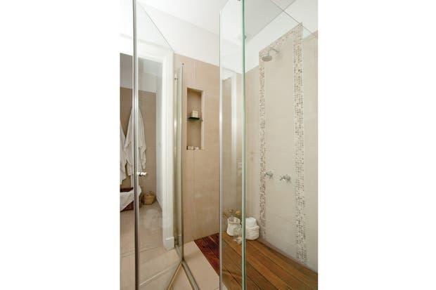 La cabina de ducha con mampara (San Isidro Cristales),.