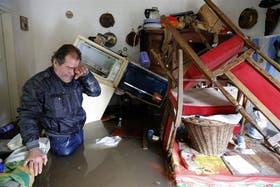 Con la mejora de las condiciones meteorológicas, los evacuados comienzan a regresar a sus hogares