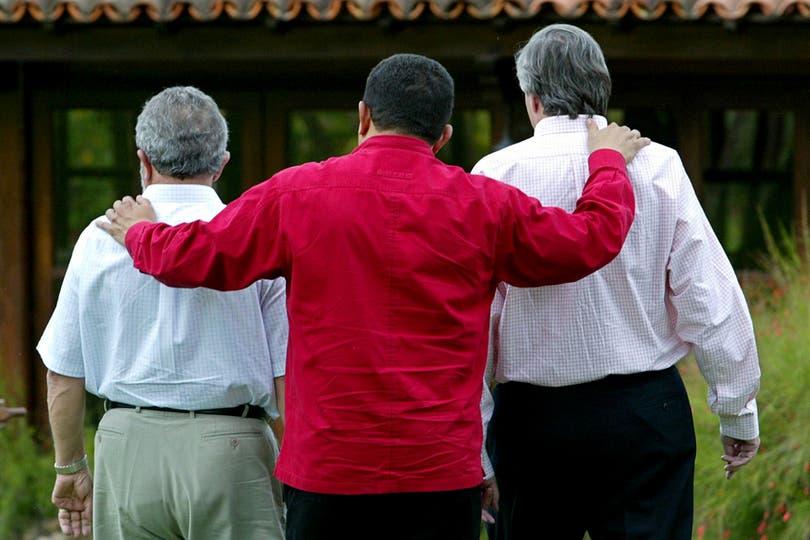 Junto a Néstor Kirchner y Lula Da Silva en la residencia oficial en Brasilia en enero de 2006. Foto: Reuters