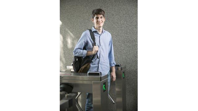Ignacio Siccardi, de 23 años, es el CEO de Laburame.com, una aplicación móvil que utiliza la lógica de la app de citas Tinder, pero para relacionar a empresas que buscan talentos con profesionales que quieren conseguir empleo