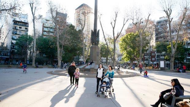 La plaza Almagro, uno de los pocos lugares verdes de este barrio