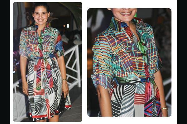 Vestido de raso en formato camisa con lazo en la cintura y estampado de rayas irregulares en varios colores. Foto: Lulu Biaus