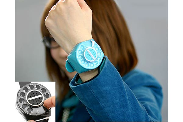 Una opción divertida para los amantes del estilo retro, un reloj pulsera con forma de disco de teléfono. Foto: tec.nologia.com