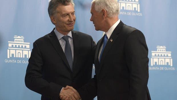 El presidente de la Nación, Mauricio Macri, junto al vice presidente de Estados Unidos, Mike Pence