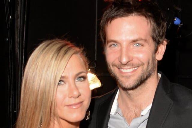 Bradley Cooper salió con Jennifer Aniston. No obstante, se rumorea que esconde un novio