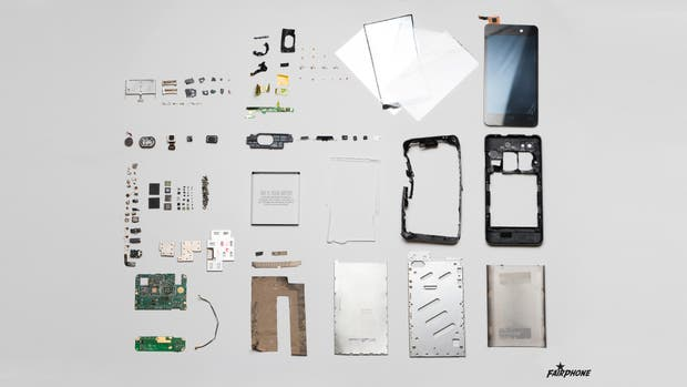 Un despiece de un smartphone, en este caso un Fairphone 2
