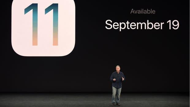 Phil Schiller hablando del iOS 11 durante la presentación del iPhone X