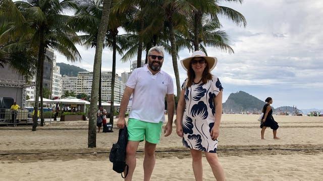 La salteña Fanny Villamayor y el porteño Luis Vertone en la playa de Copacabana