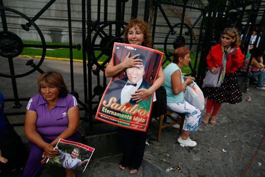 Cientos de fans despiden al cantante en la capilla ardiente del Congreso. Foto: LA NACION / Hernán Zenteno