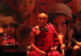 Ayer, en el teatro Coliseo, el Dalai Lama dio una conferencia para sus seguidores más jóvenes