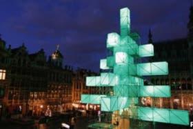 Un árbol de navidad abastraco, de 25 metros de altura