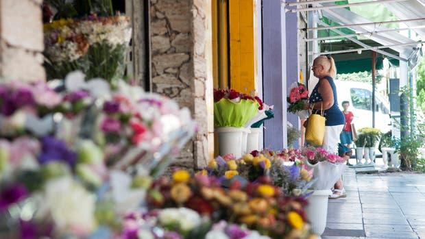 La tradición de regalar flores, un rito que se conserva en comercios de Almagro