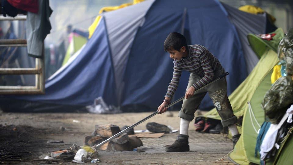 Más de 12.000 personas sobreviven en condiciones espantosas en el campamento de Idomeni luego que Macedonia decidió cerrar su frontera. Foto: EFE