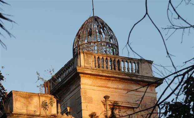 Julio 2007 - La cúpula con el metal oxidado y los vidrios rotos, hace 10 años