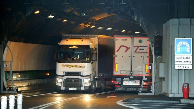 El humo del diesel de los camiones que cruzan el túnel de Mont Blanc contribuye a la contaminación del aire, pero no es la causa más grande.