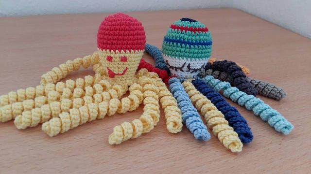 Por qué un pulpo tejido a crochet es la mejor compañía para los bebes prematuros