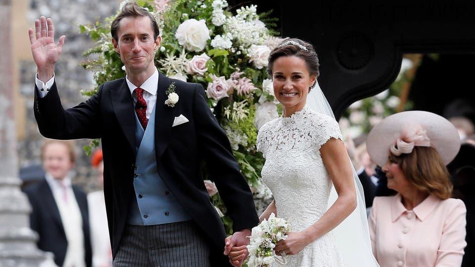James Matthews saluda a la cámara tras dar el sí; la fiesta es en la casa familiar de los Middleton. Foto: Reuters / Justin Tallis