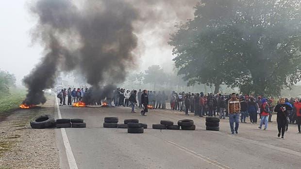 Bagayeros cortan rutas y piden que no haya más operativos