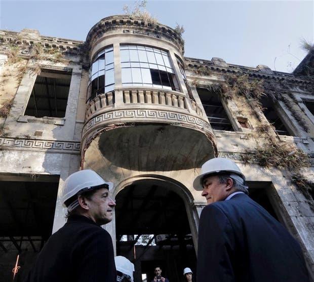 Sobre Humberto I, el edificio donde funcionó un hospital, en plena obra