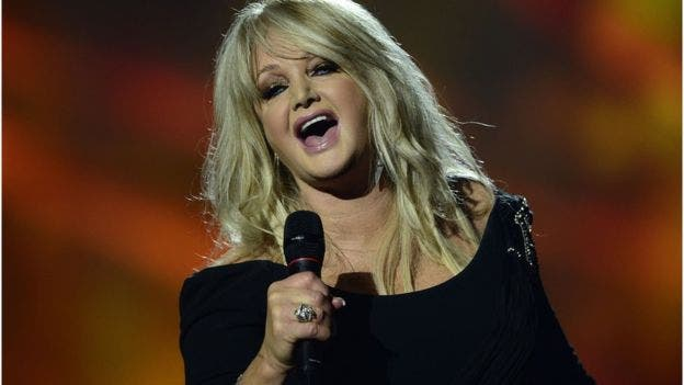 Bonnie Tyler cantó su mega éxito Total eclipse of the heart durante el eclipse a bordo de un crucero