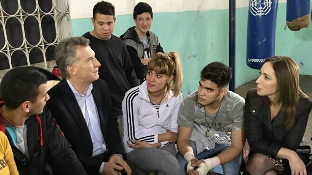 Mauricio Macri y María Eugenia Vidal visitaron una Sociedad de Fomento en José León Suárez