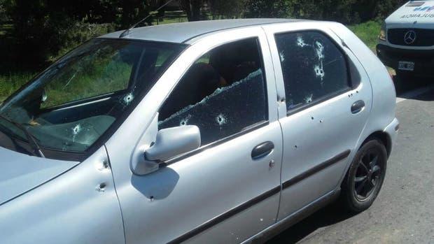 El auto recibió más de 20 impactos de bala
