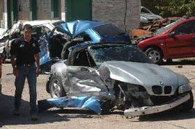 La cupé BMW gris se salió de carril y chocó: el conductor resultó herido