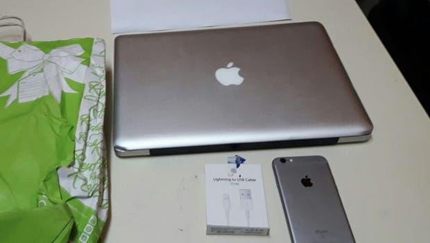 La computadora y el celular recuperados