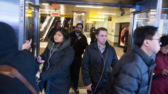 Pánico en Nueva York: se registró una fuerte explosión en una terminal de ómnibus