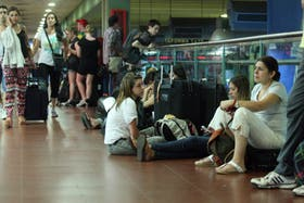 El malestar de los pasajeros en Retiro ante la noticia del paro que duró dos horas y media