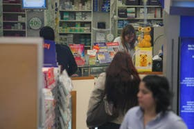 Explican que las farmacias trabajan con bajo stock de medicamentos